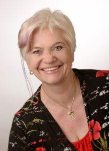 Promovierte Tierärztin Frau Dr. Dagmar Brunner beantwortet Fragen über die Zahnsteinentfernung mit der EMMI®-PET bei Hunde EMMI®-PET EMMI®-PET – INTERVIEW MIT FRAU DR. DAGMAR BRUNNER emmi pet dr brunner